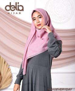 Jilbab Segi Empat Polos - Deskha Adela - Delia Hijab