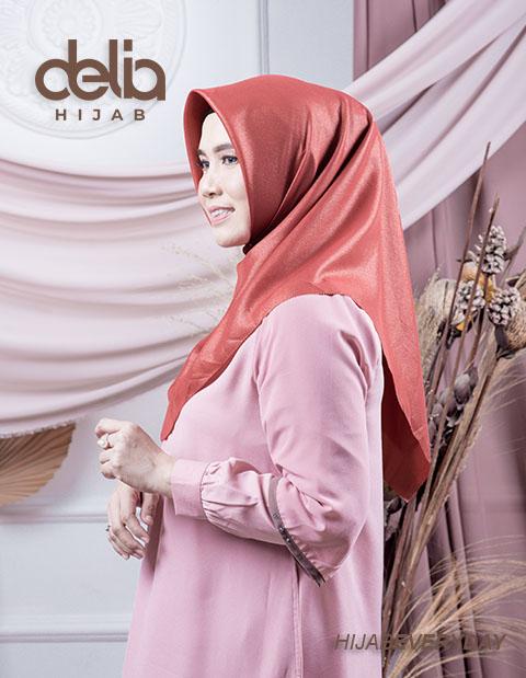 Jilbab Syari Segi Empat - Deskha Afiiya - Delia Hijab