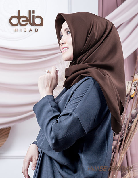 Jilbab Segi Empat Polos - Deskha Afrida - Delia Hijab