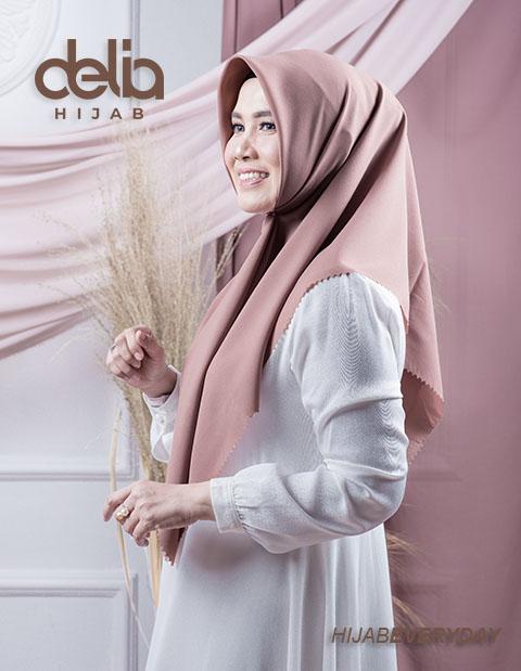 Jilbab Segi Empat Polos - Deskha Athira - Delia Hijab